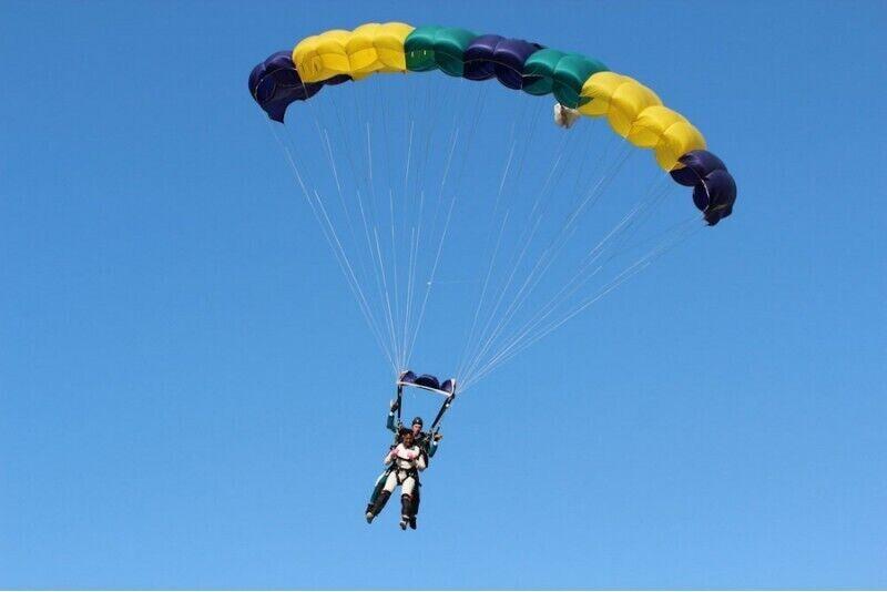 Tandemowy skok spadochronowy z wysokości 3000 m. w Kownie na Litwie