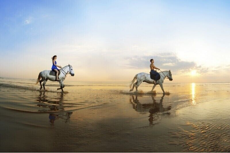 Romantyczna jazda konna nad morzem