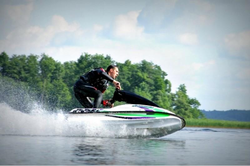 """Pływanie skuterem wodnym """"Kawasaki"""" (15 min.) na Litwie"""