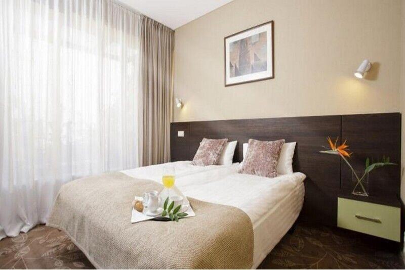 """Romantyczny nocleg w pokoju klasy LUX dla dwojga w hotelu """"Babilonas"""""""