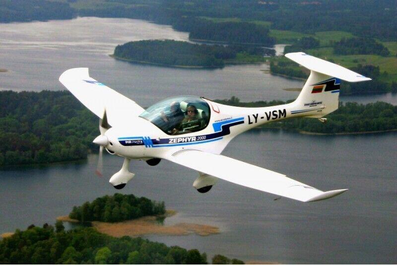 Lekcja pilotażu nad Zamkiem Trockim na Litwie
