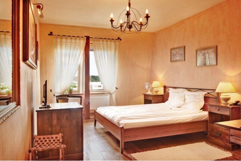 """Nocleg w hotelu """"Romantic"""" ze śniadaniem i basenem na Litwie"""