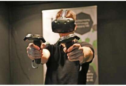 Gra wirtualnej rzeczywostości ze sprzętem Virtuix Omni dla 2 osób