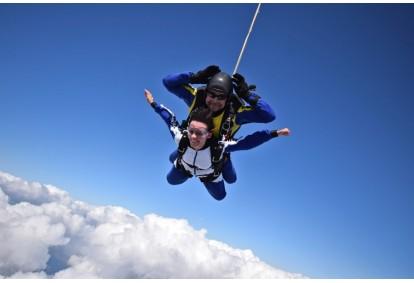 Skok ze spadochronem w Zielonej Górze
