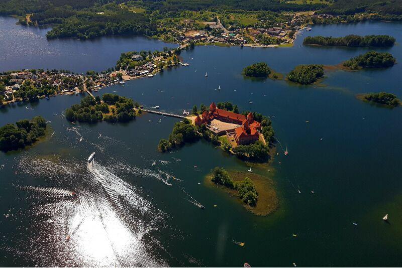 Zamek w Trokach na Litwie z lotu ptaka