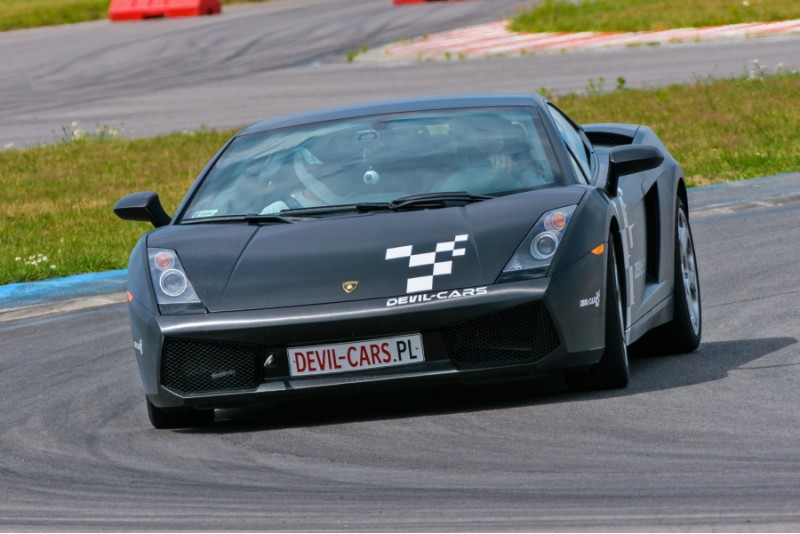 Przejażdżka samochodem Lamborghini Gallardo jako pasażer