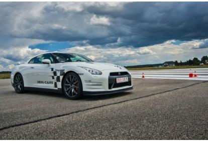 Przejażdżka samochodem Nissan GT-R jako pasażer