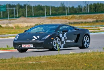 Przejażdżka za kierownicą samochodu Lamborghini Gallardo na torze głównym Poznań