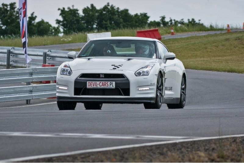 Przejażdżka za kierownicą samochodu Nissan GT-R na torze głównym Poznań