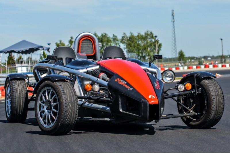 Przejażdżka za kierownicą samochodu Ariel Atom