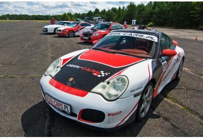 Przejażdżka za kierownicą samochodu Porsche 911 Carrera na torze głównym Poznań
