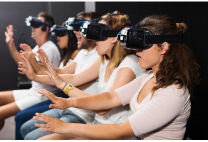 Zabawa w pokoju wirtualnej rzeczywistości VR Warsaw dla grupy