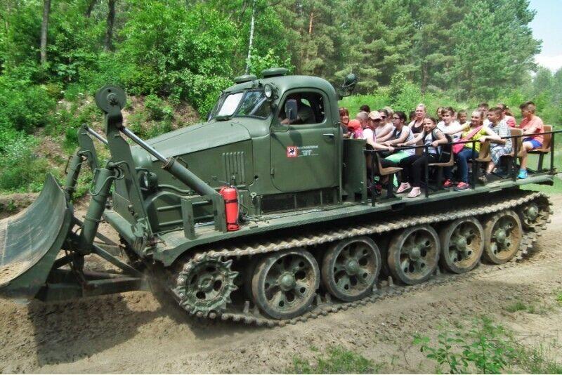Przejażdżka pojazdem gąsienicowym BAT-M + zwiedzanie Muzeum Techniki Wojskowej GRYF