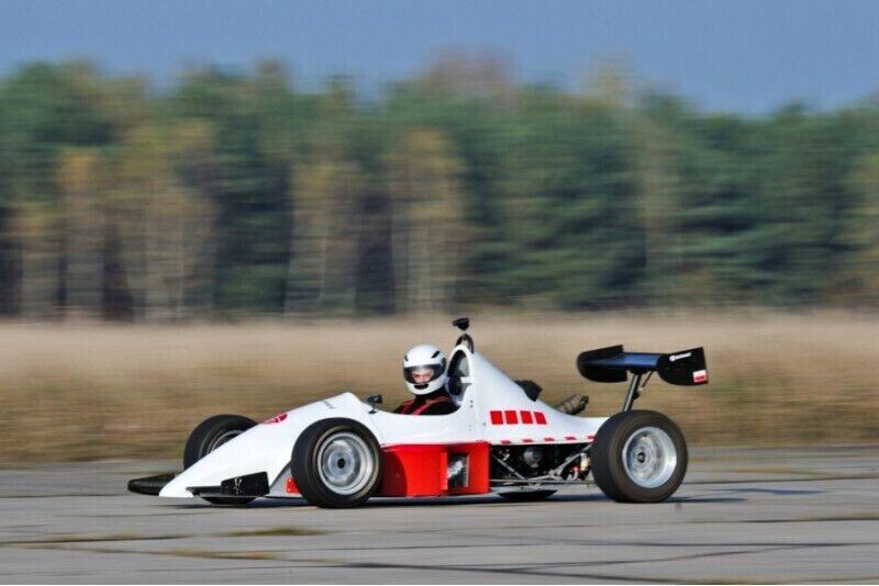 Jazda Ferrari vs Lotus vs Jedi z Fast Forward