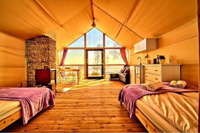 Weekend w domku na plaży lub w drzewach w Mielnie dla 2 osób
