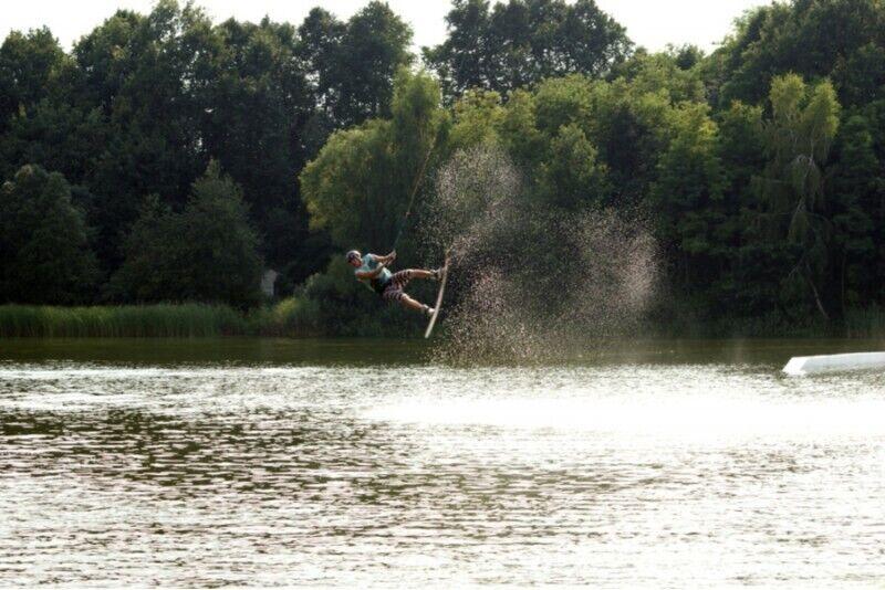 Lekcja wakeboardingu nad jeziorem Biezdruchowo