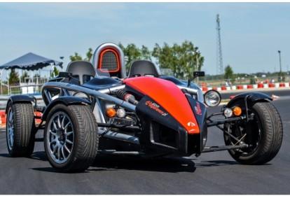Pojedynek aut Ariel Atom i KTM X-BOW w wybranym miejscu