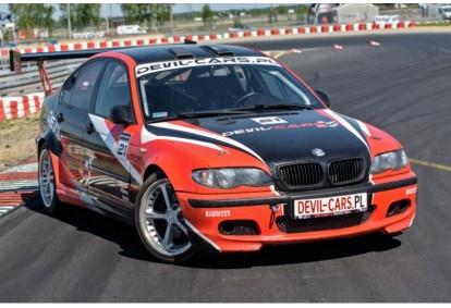 Pojedynek aut Subaru Impreza WRX i BMW M Power E46 w Poznaniu