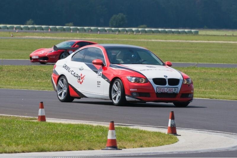 Pojedynek aut KTM X-BOW i BMW BiTurbo Performance w Poznaniu