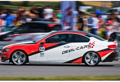 Pojedynek aut BMW BiTurbo Performance i Porsche 911 Carrera w Poznaniu