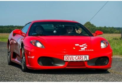 Pojedynek aut Ferrari F430 i Lamborghini Gallardo w Poznaniu