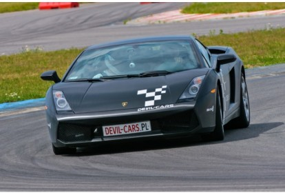 Pojedynek aut Lamborghini Gallardo i Audi R8 w Poznaniu