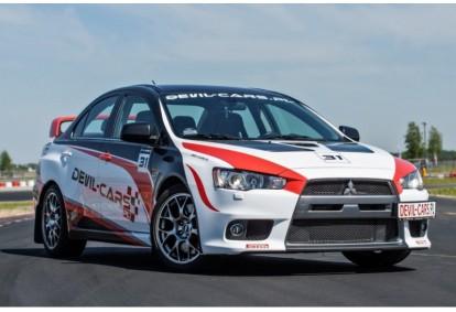 Pojedynek Mitsubishi Lancer Evo X i Subaru Impreza w wybranym mieście
