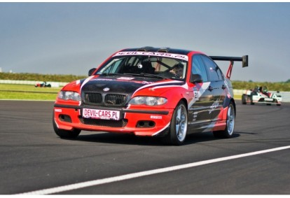 Pojedynek aut BMW M Power i Mitsubishi Lancer EVO w Poznaniu