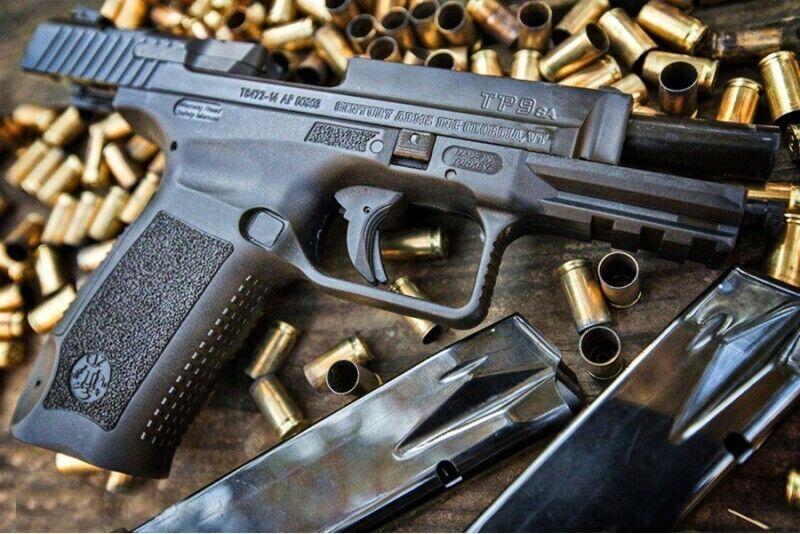 Strzelanie z pistoletów bojowych koło Kościerzyny
