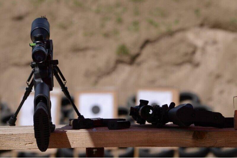 Strzelanie z karabinu AR lub Kałasznikow koło Kościerzyny