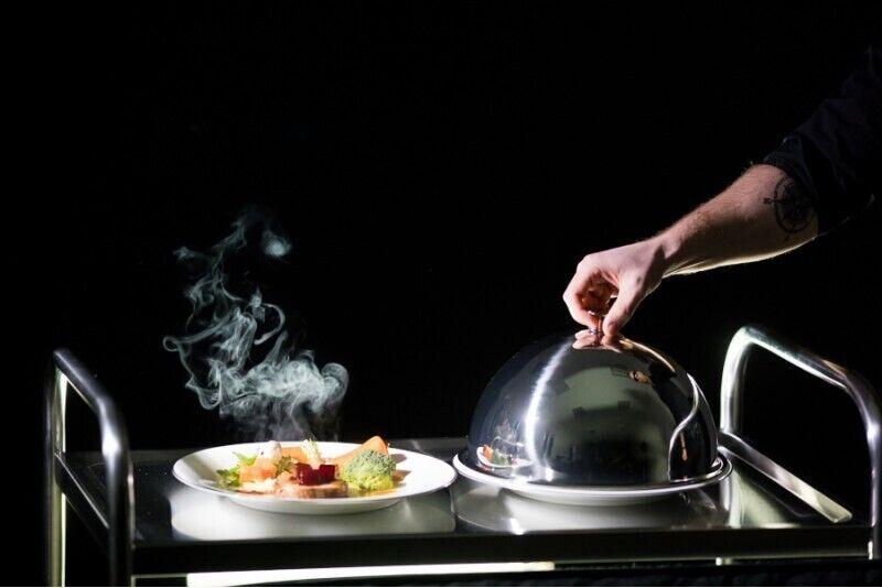 Kolacja w ciemności z wykwintnymi daniami dla dwojga