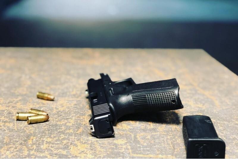 Strzelanie Luger w strzelnicy FSO w Warszawie