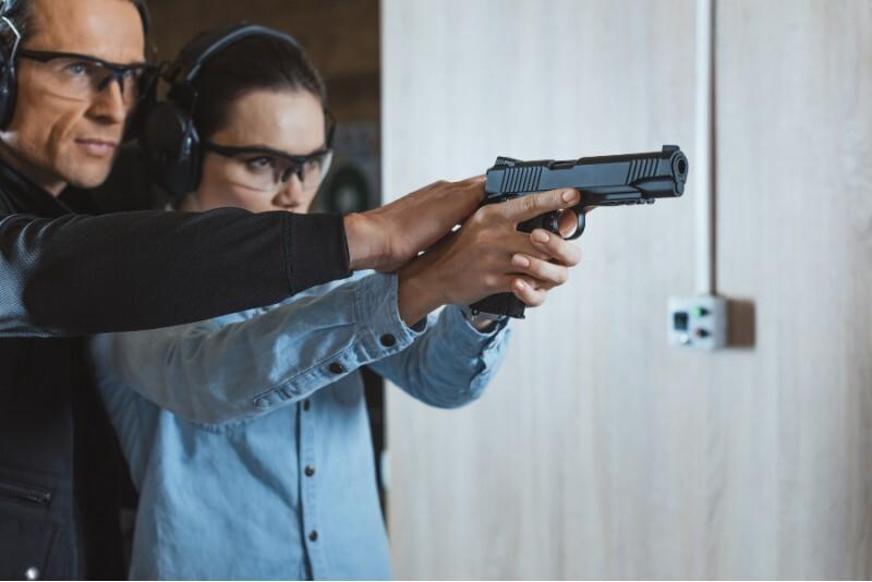 Strzelanie Strzała Amora w strzelnicy FSO w Warszawie