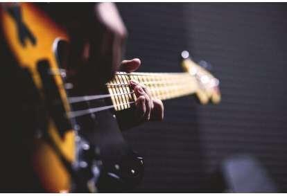 Lekcje gry na gitarze basowej w Poznaniu