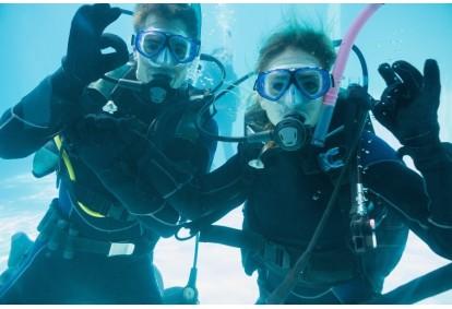 Poznaj nurkowanie z First Dive na basenie w Warszawie dla dwojga