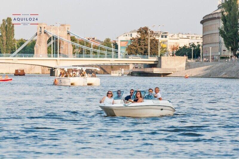 Impreza na łodzi motorowej we Wrocławiu
