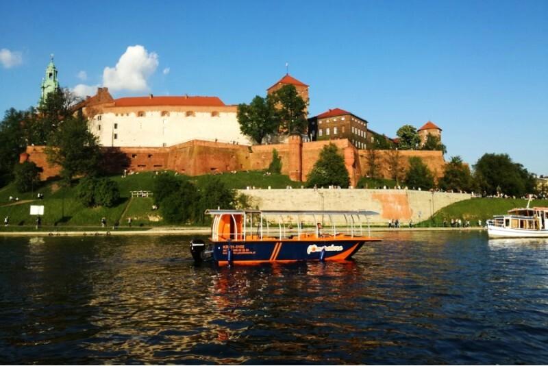 Rejs małym statkiem w Krakowie