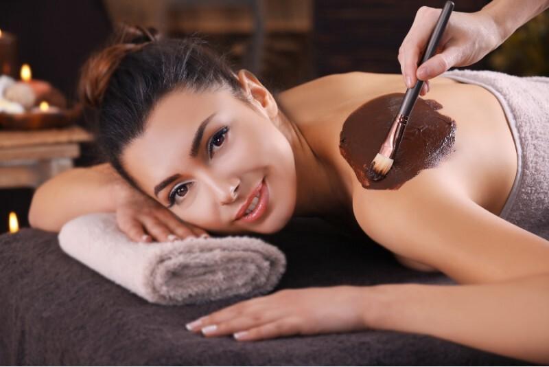 Masaż pleców gorącą czekoladą w Warszawie