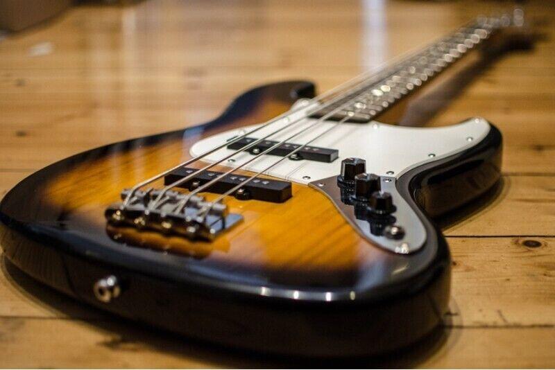 Lekcje gry na gitarze basowej