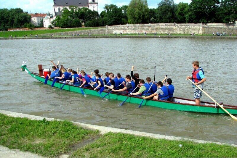 Rejs tradycyjną łodzią ze sternikiem w Krakowie