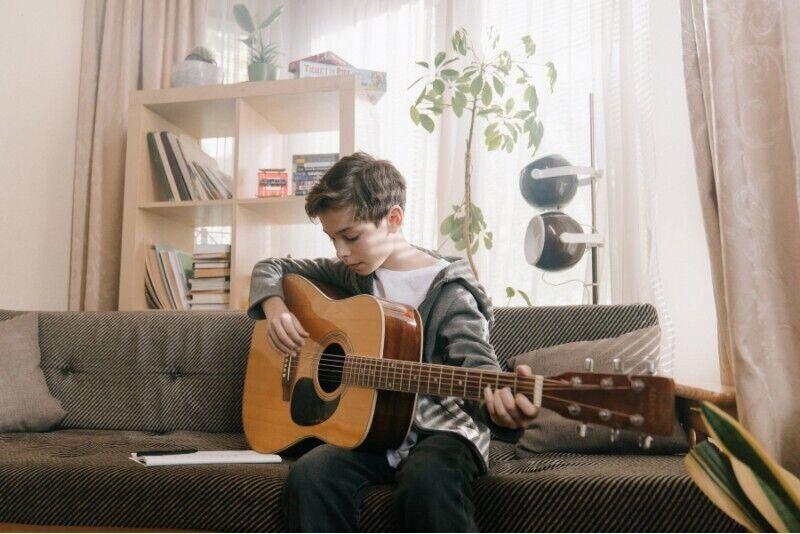 Online nauka gry na gitarze dla dzieci