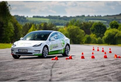 Szkolenie z bezpiecznej jazdy samochodem Tesla