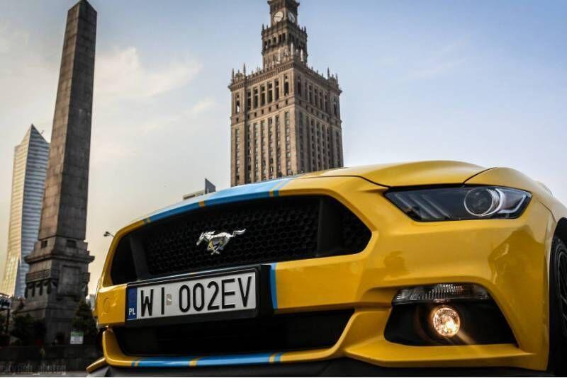 Sportowa jazda Mustangiem w Warszawie