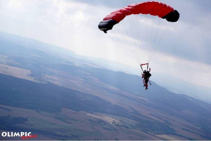 Tani skok ze spadochronem w Ostrowie Wielkopolskim