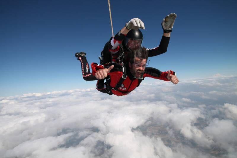 Skok ze spadochronem w Ostrowie Wielkopolskim