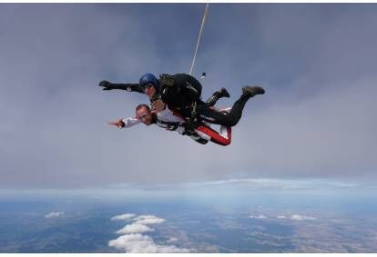Skok ze spadochronem Low-Cost w Ostrowie Wielkopolskim
