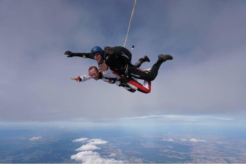 Skok ze spadochronem + filmowanie z ręki tandem-pilota w Ostrowie Wielkopolskim