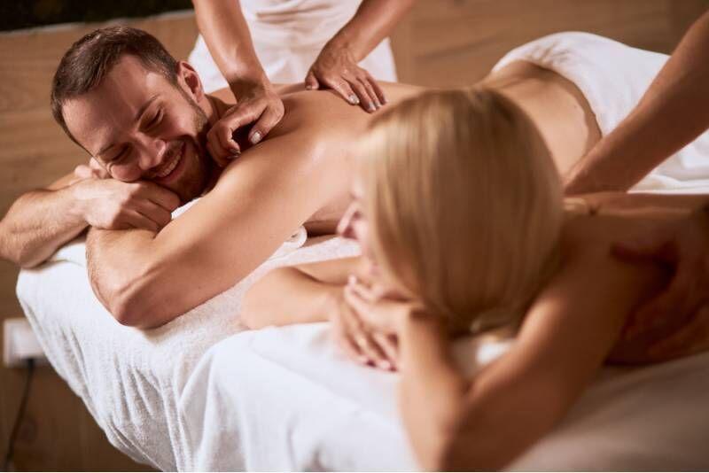 Masaż relaksacyjny ciepłymi olejkami dla par w Rzeszowie