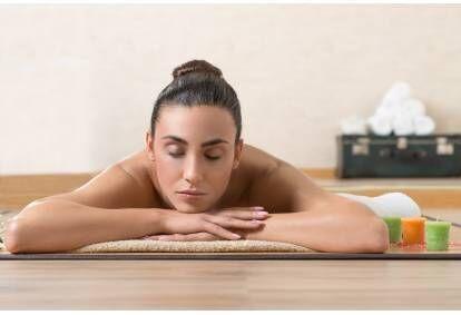 masaz-relaksacyjny-w-salonie-nefretete-spa-bialystoku