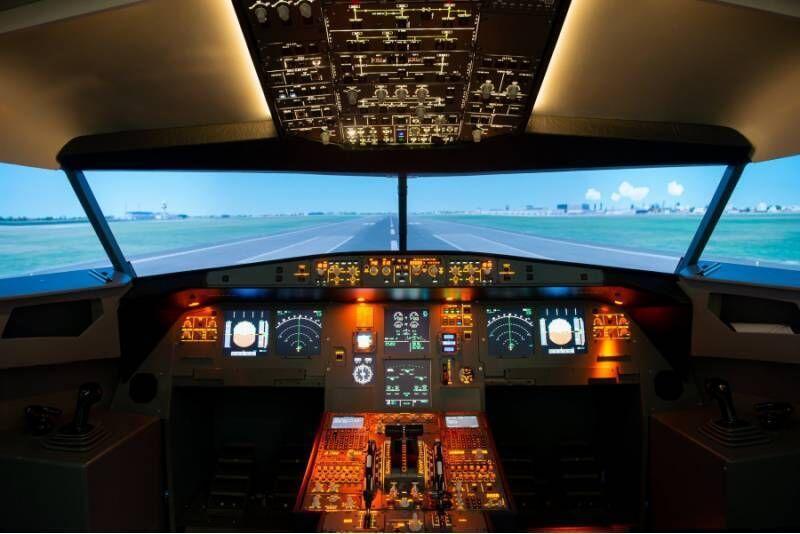 Lot symulatorem z dowolnego cywilnego portu lotniczego